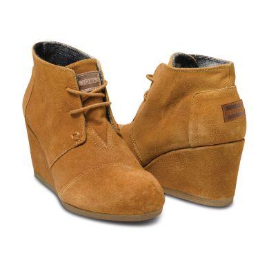 Hnědé dámské semišové boty na klínku TOMS