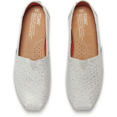 Bílo-stříbrné dámské kožené TOMS Scales Alpargata