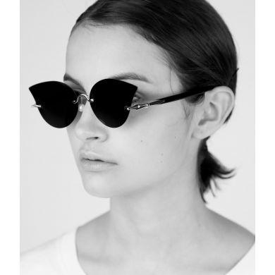 Čierne slnečné okuliare Matt & Nat Mai so zlatými detailmi