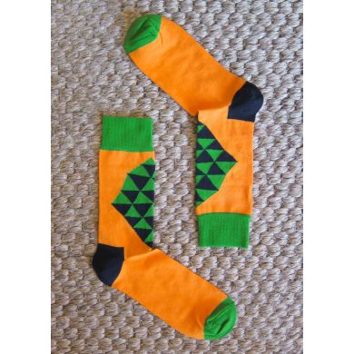 Oranžové ponožky Happy Socks se zeleným kosočtvercem, vzor Mad Triangle