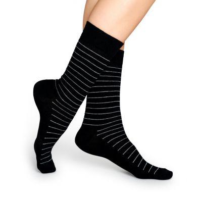 Černé ponožky Happy Socks s bílými proužky, vzor Thin Stripe